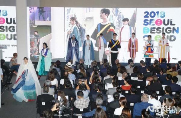 청년디자이너의 궁나들이 패션(2).jpg