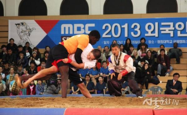 2013년도 한국거주 외국인 씨름 대회.jpg