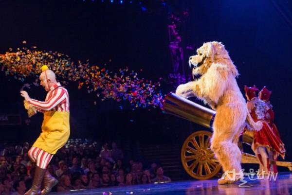 쿠자_매드독 ⓒ Cirque du Soleil.jpg
