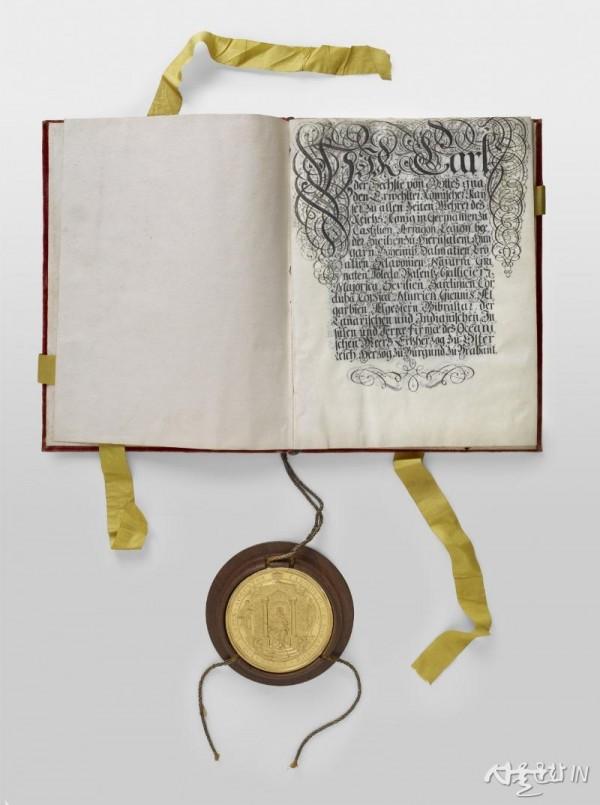 1_리히텐슈타인 공국의 성립을 카를 6세 황제로부터 인정받은 문서.jpg