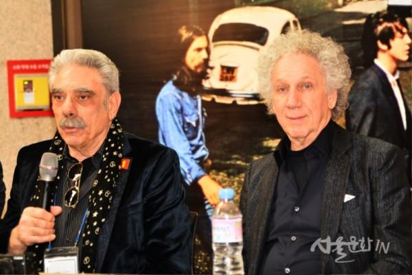 존 레논의 전속 사진작가 Bob Gruen, Allan Tannenbaum의 사진 작품과 함께 30년 이상 존 레논의 예술작품과 유품을 수집해온 Micheal-Andreas Wahle  -1.jpg