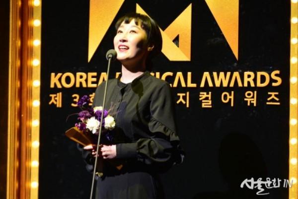 여우조연상_김국희(레드북).jpg