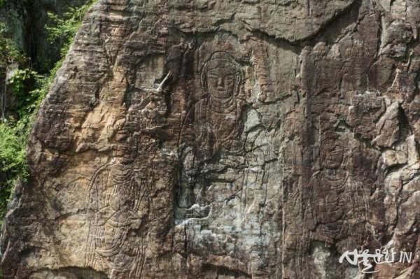 함안 방어산 마애약사불입상(보물 제159호).JPG