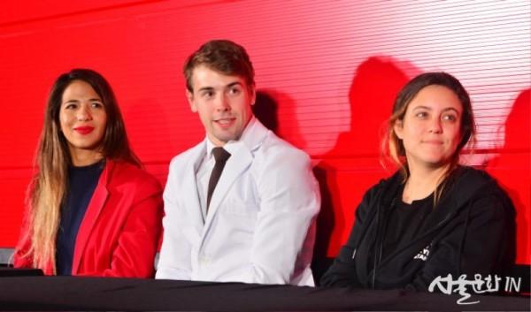 Yamila Maria Traverso(야밀라 마리아 트랍르소), Patricio Sauc(파트리시오 사우크), Franca Nozzi(프랑카 노치, 컴퍼니 매니저).jpg