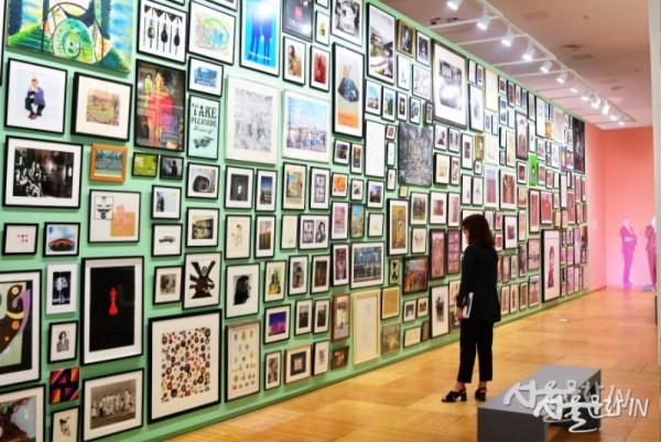 폴 스미스가 10대 시절부터 수집한 프린트와 사진들 -1.jpg