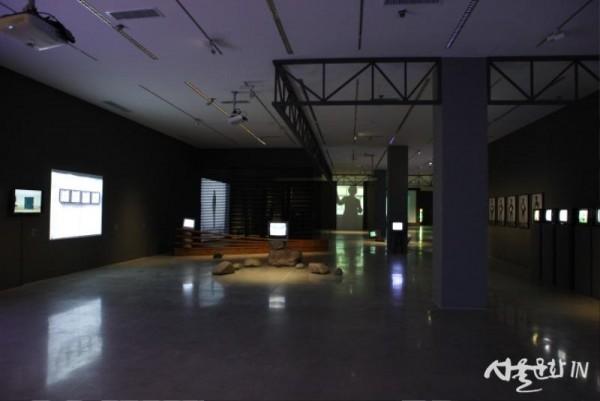 《한국 비디오 아트 7090》전시 전경  [사진 국립현대미술관 제공].jpg