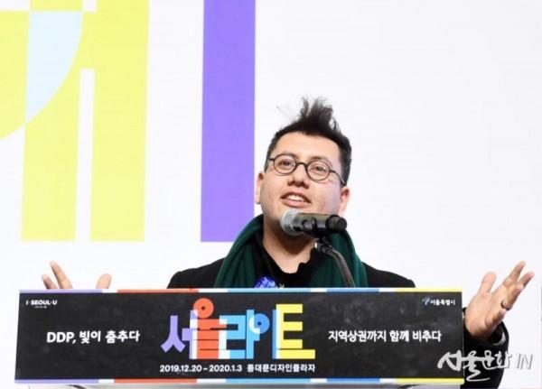 서울라이트 연출을 맡은 메인 작가 레픽 아나돌.jpg