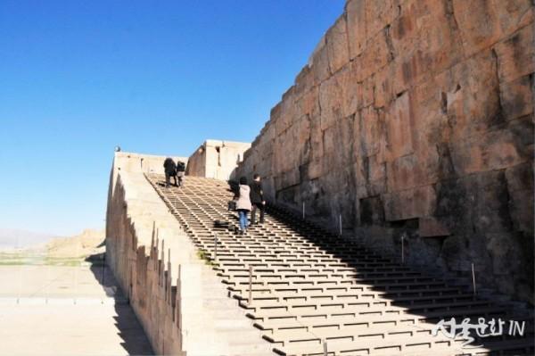 페르세폴리스로 오르는 계단.jpg