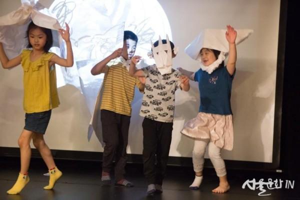 [사진2] 예술체험 프로그램 예술로 놀이터를 즐기는 어린이들.jpg