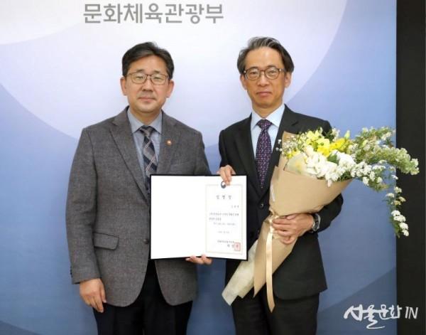 20200330-박양우 장관 김태훈 한국공예디자인문화진흥원장 임명장 수여식02.jpg