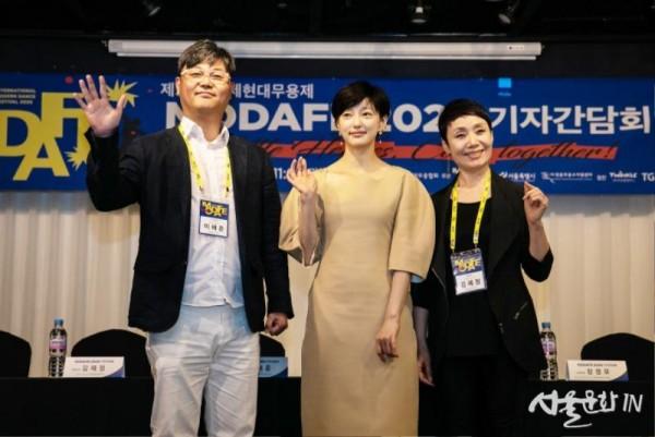 모다페 이해준조직위원장, 홍보대사이엘, 김혜정예술감독(좌로부터)  ©모다페사무국.jpg