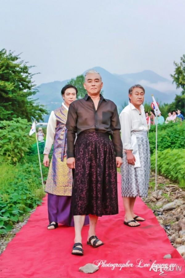 장백예술제 오프닝 행사이자 국내 최초로 열리는 '남성 치마 패션쇼'가 성황리에 마무리됐다.jpg