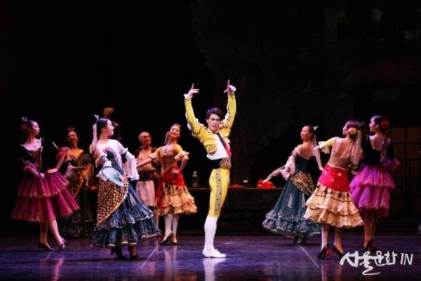 [Don Quixote] 3막 2장_결혼식-에스파다 ⓒuniversal ballet.JPG