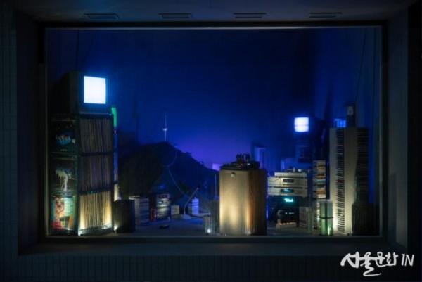 강호연, 리-레코드 바이올렛, 2021, 혼합매체 설치, 375x615x360cm.jpg
