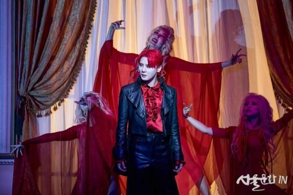 [21드라큘라] 공연사진_Lucy _ Dracula-2_김준수, 뱀파이어 슬레이브 (제공.오디컴퍼니(주)).jpg