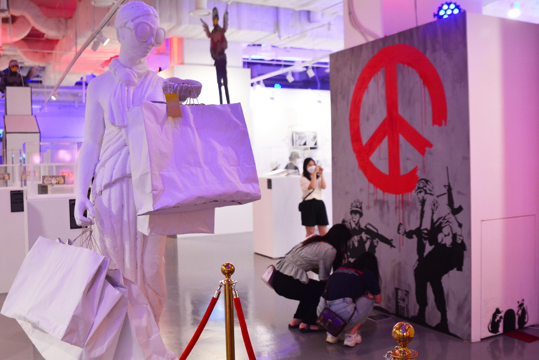 [전시] 제도의 권위에 도전하는 뱅크시의 '거리 예술' 그래피티, 서울을 찾아오다.